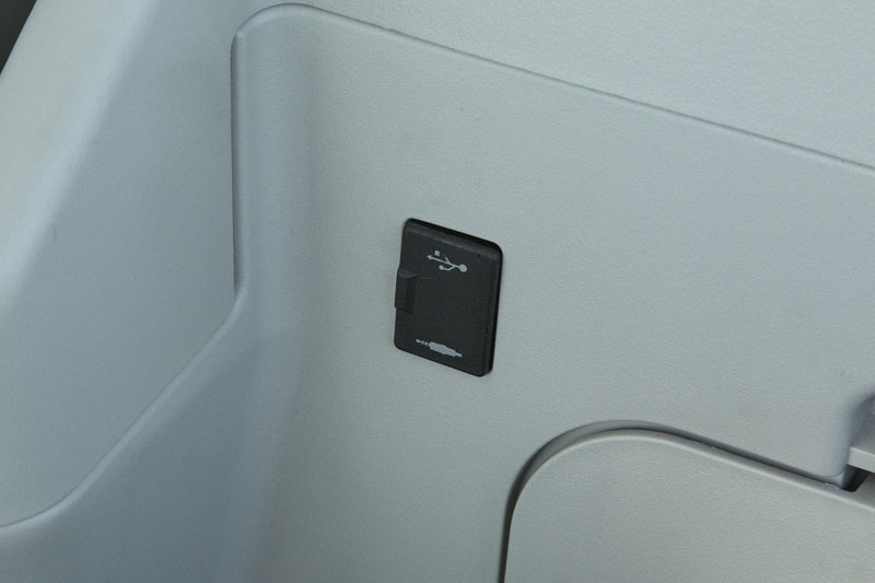 Image of SR Series SK270SRLC-5 USB Port of North America model